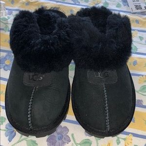 Brand new never worn sz6 UGG black slippers